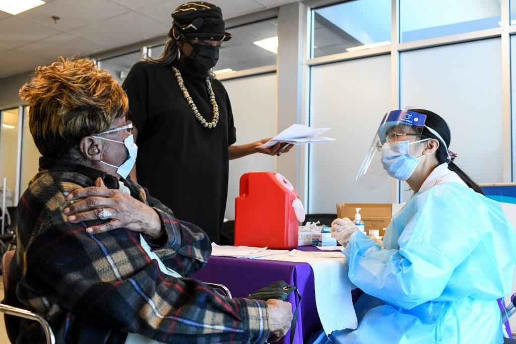 Orang Kaya Mendapatkan Lebih Banyak Vaksinasi, Bahkan Di Lingkungan Yang Lebih Miskin